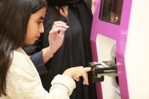 Application of nail art through nail art kiosk